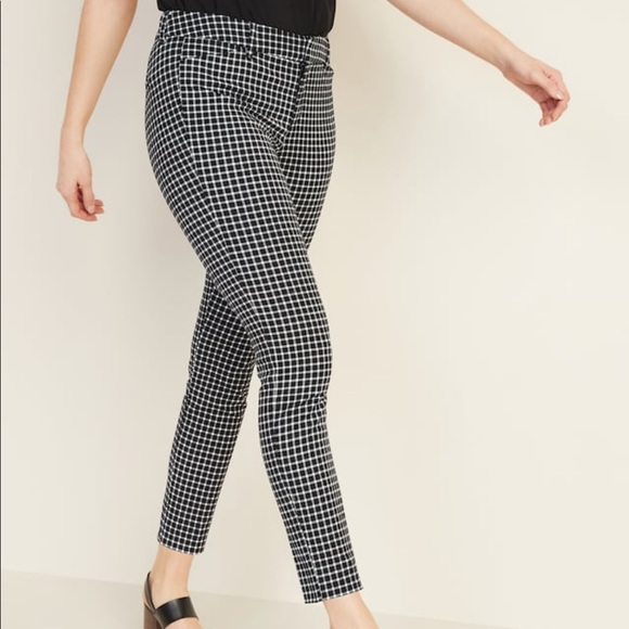 Old Navy Pants - NWT - Old Navy Mid-Rise Printed Pixie Ankle Pants